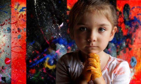 """年龄最小的""""波洛克"""":天才女孩艾莉塔和她的异想世界"""