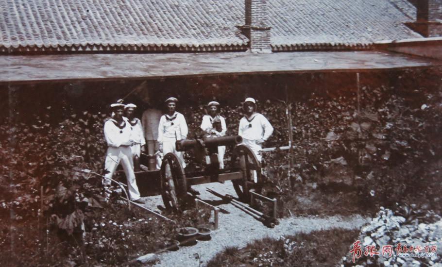 老照片:20世纪初德国士兵在青岛的合影