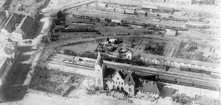 1928年日军航拍青岛:火车站青岛港在列