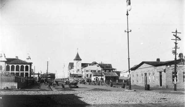 德占青岛时期的老照片:1902年的中山路南段