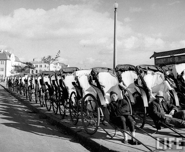 1948年青岛老照片:救济站救济饥民