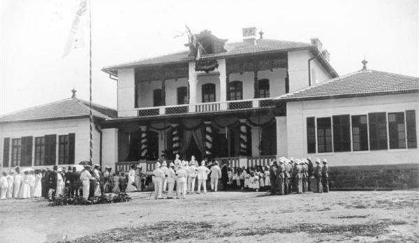 20世纪初期青岛老照片:江苏路小学前身落成典礼