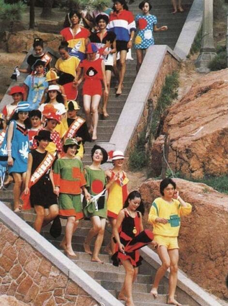 1988年青岛第一支专业模特队.jpg