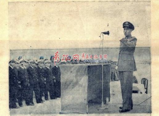 1947年10月18日,蒋介石视察青岛海军军官学校向学生训话.jpg