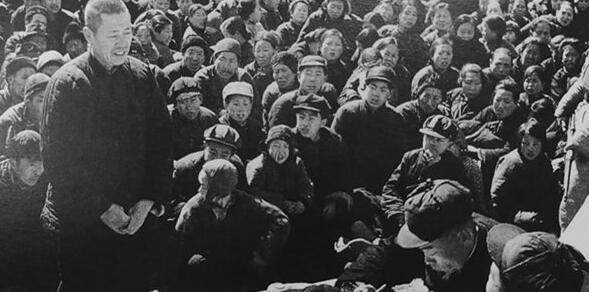 1951年青島老照片:審判惡霸地主