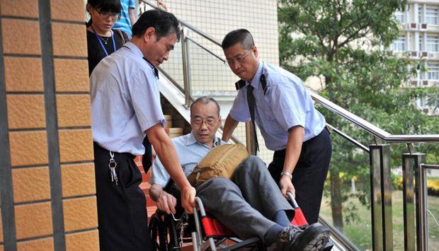 """六旬台湾考生四度""""轮椅赶考""""司法考试"""