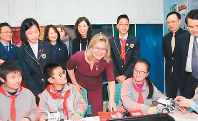 """教材成套引入英国 """"中式教学""""吸引世界"""