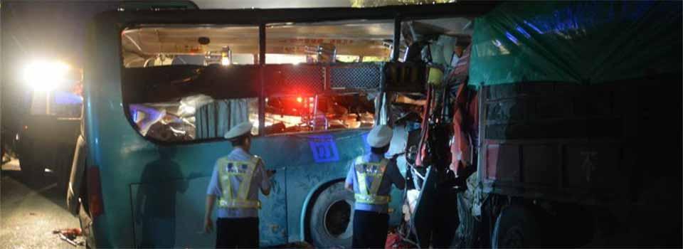 广西梧州境内一客车与货车相撞 致4死31人受伤