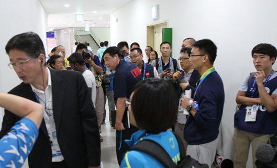 青岛日报/青报网记者孙飞直击王义夫申诉全程