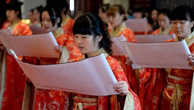 汉城湖举行汉式女子成人礼