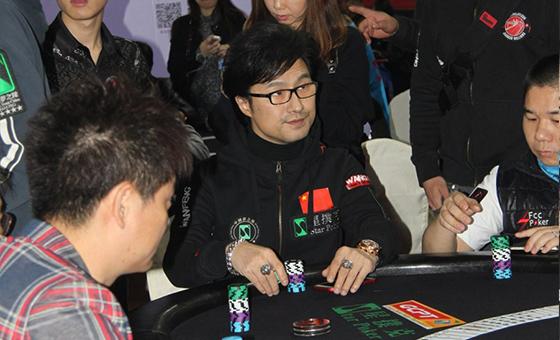 汪峰变身扑克选手 小编:来休闲体育大会打够级吧!