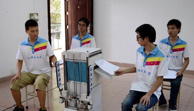 大学生发明监考机器人获全国机械创新一等奖