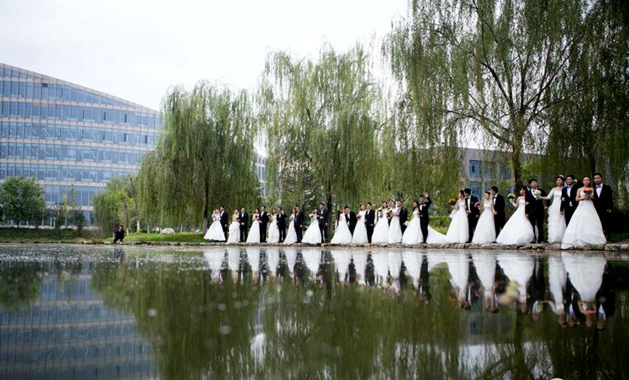 西北工业大学为16位博士生举办集体婚礼。