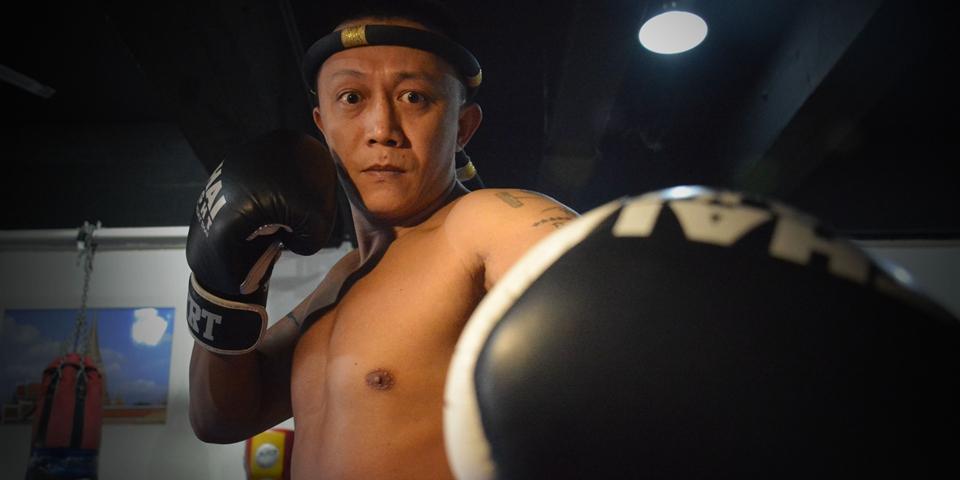 """【高清】42岁泰拳老将霸气挑战""""英雄传说"""""""