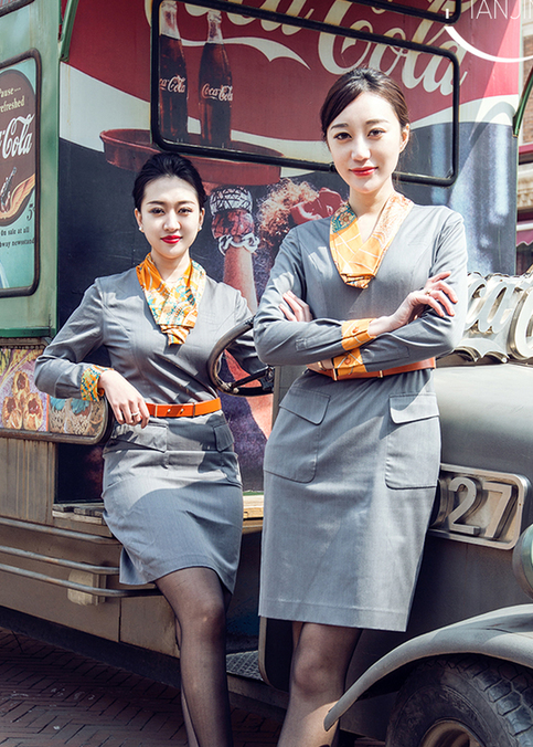 跟着青航美女空姐去旅行 漫步城市街头