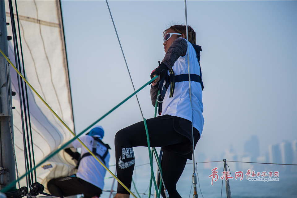 叶子的老家是淄博,2014年她以优异的成绩考进青岛科技大学休闲体育专业,从此开启了她和帆船的不解之缘。