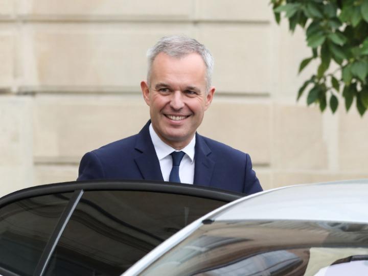 法国国务部长德吕吉身陷腐败丑闻宣布辞职