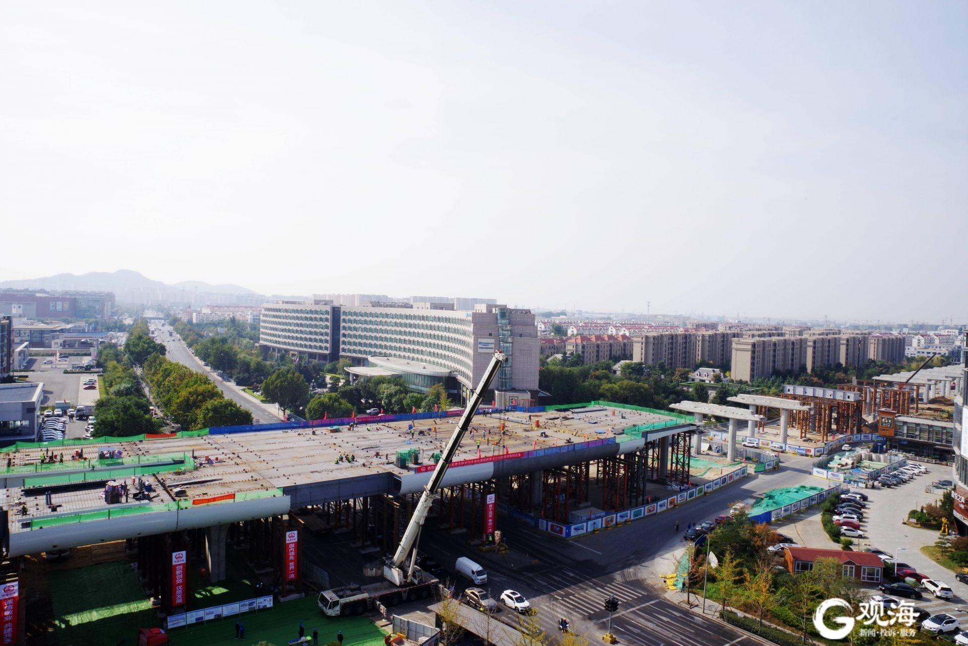 """新机场高速连接线项目新进展!跨黑龙江路钢构桥最后一块""""拼图""""合拢"""