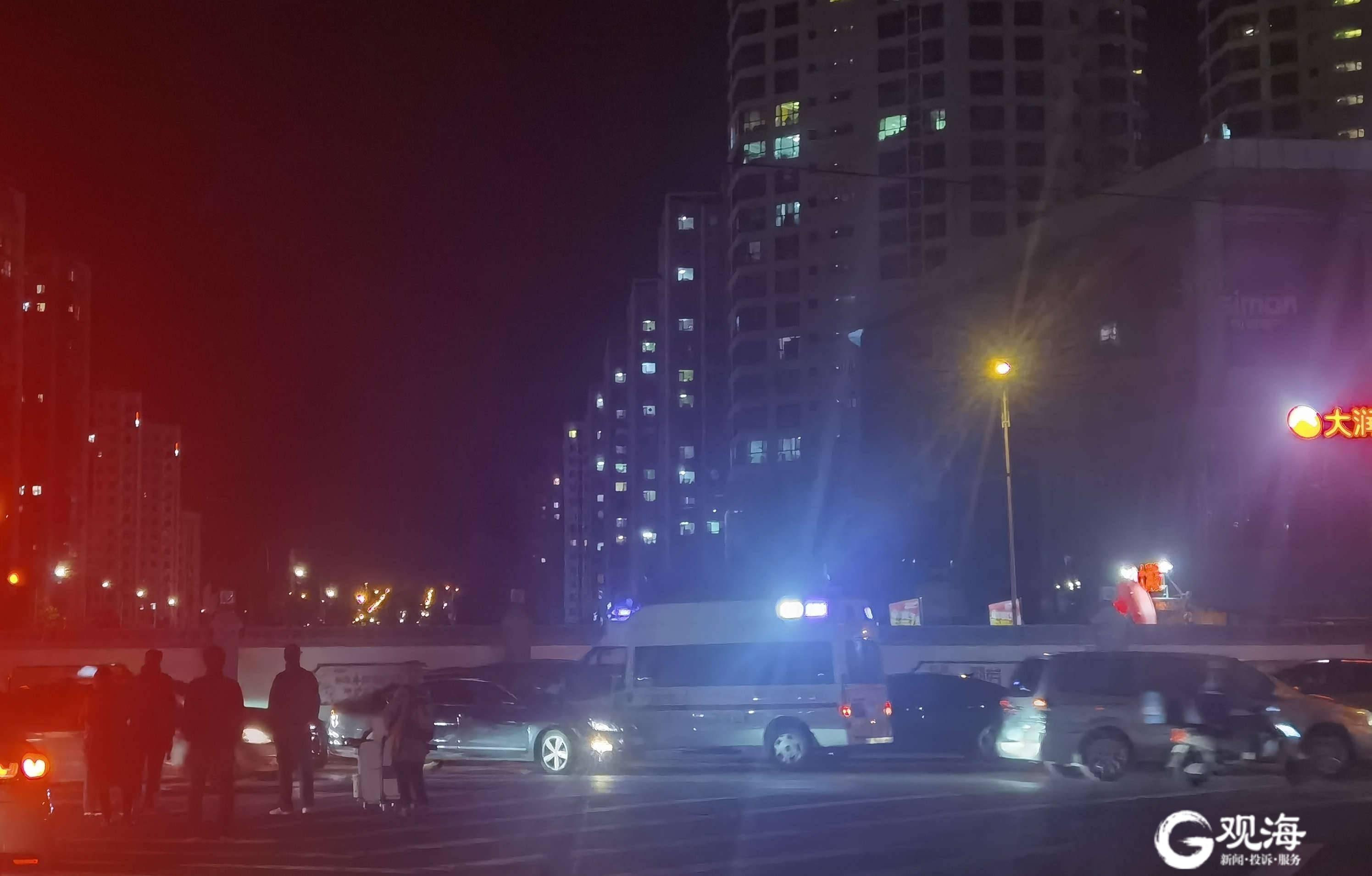 一个红绿灯等3分半钟,青岛这两个路口为何这么堵?