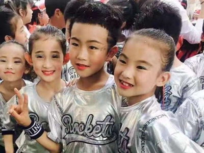 霹靂少年越來越多,街舞舞出青島時尚