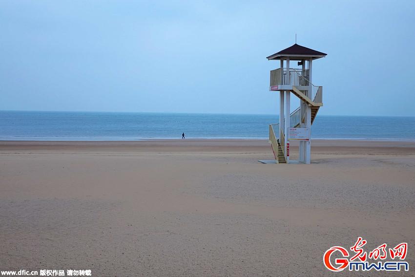 """青岛海上阵风10级 """"亚洲第一滩""""金沙滩现""""大漠流沙""""壮观场景"""