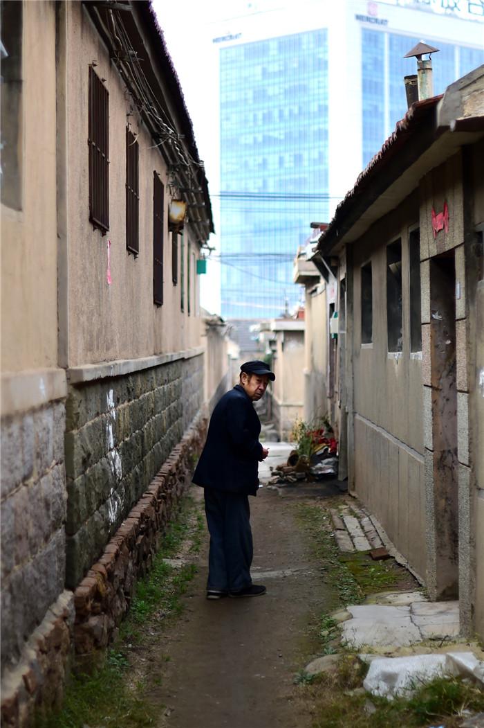 图为闫家山村.