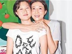 吴绮莉与女儿关系紧张 成龙公开亮相躲避记者