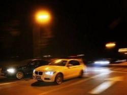 女子闹市飚车至154码 对手将车开进公安局避难