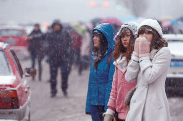 多地积雪深度破历史极值 今夜起迎新一轮降雪