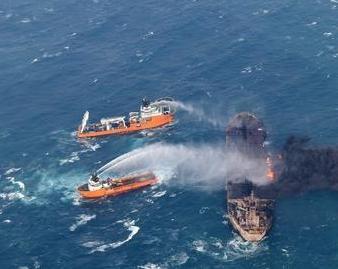 """多艘救助船抵近""""桑吉""""轮 交通部不间断搜寻"""
