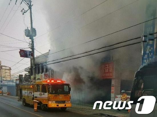 韩国密阳市一医院发生火灾 已造成33人遇难