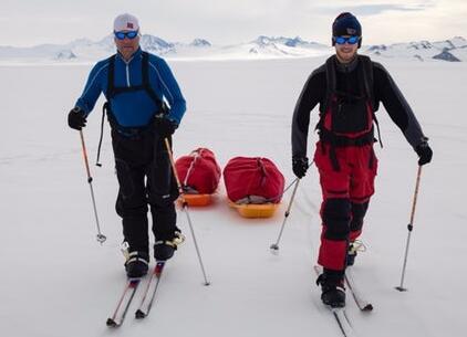 零下40摄氏度的疯狂 英父子靠再生能源走到南极