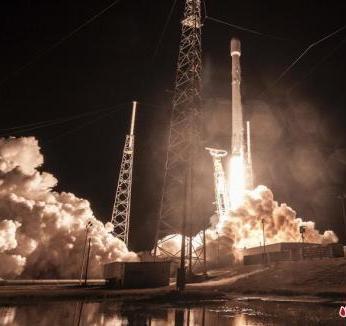 "SpaceX将发射""猎鹰重型""火箭 搭载特斯拉电动车"