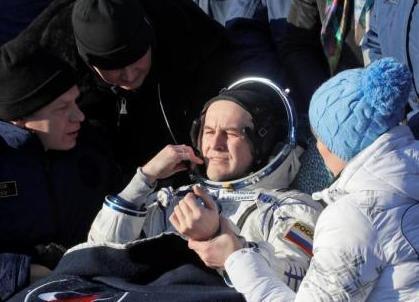 """国际空间站宇航员搭载""""联盟MS-06""""飞船返回地球"""
