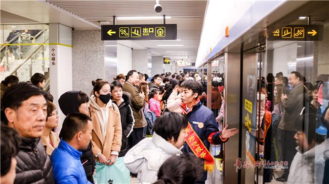 北京赛车pk10计划:青岛地铁客流量突破1亿人次_日均载客约30万