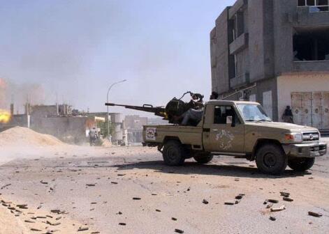 """利比亚发起追击""""伊斯兰国""""残余势力军事行动"""