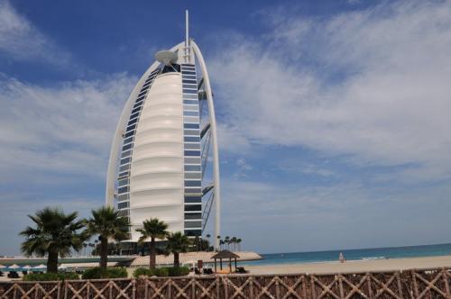 阿联酋将向外籍投资人和专业人才发放10年长居签证