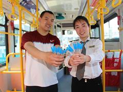 青岛一公交突然多了30个体温计 背后故事很暖心