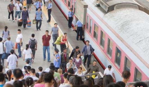暑运即将开启 全国铁路预计发送旅客6.47亿人次