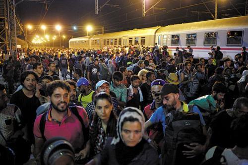 欧盟举行峰会讨论难民问题 德国面临内外交困局面
