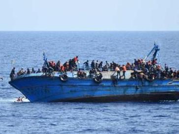非法移民船只在利比亚海域倾覆 船上百余人恐溺亡