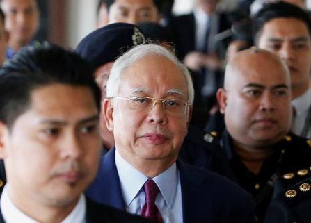 马来西亚前总理纳吉布被捕后出席庭审 否认有罪