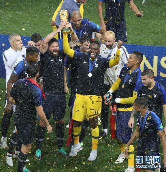 法国击败克罗地亚 时隔20年再捧大力神杯