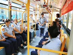 外国人坐车不用愁!这两趟车乘务员英语韩语说得溜