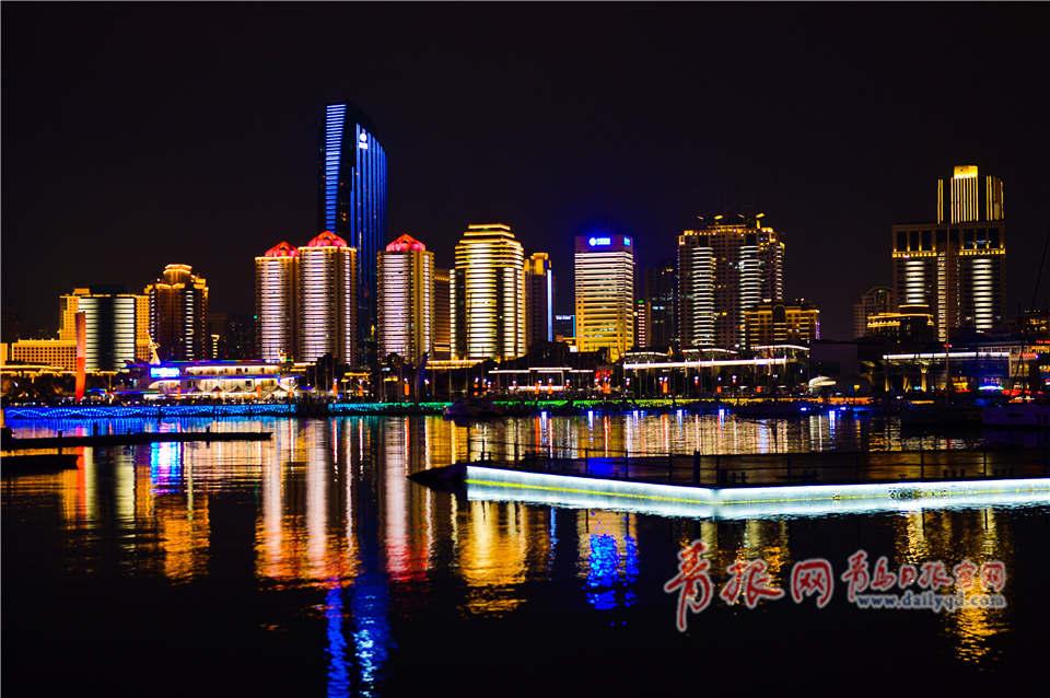 8月1日,迷人的青岛灯光秀夜景.