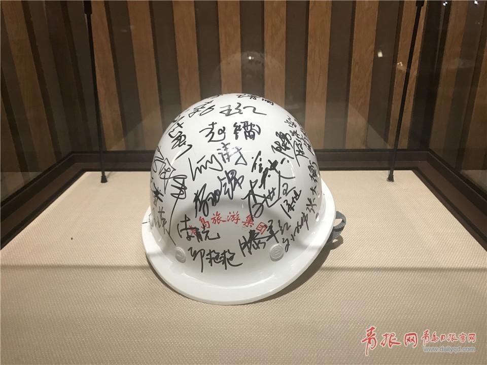 主会场施工前签名安全帽.jpg