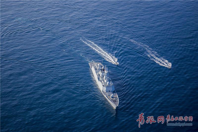 编队武力营救操演小艇快速出击  王游摄影.jpg