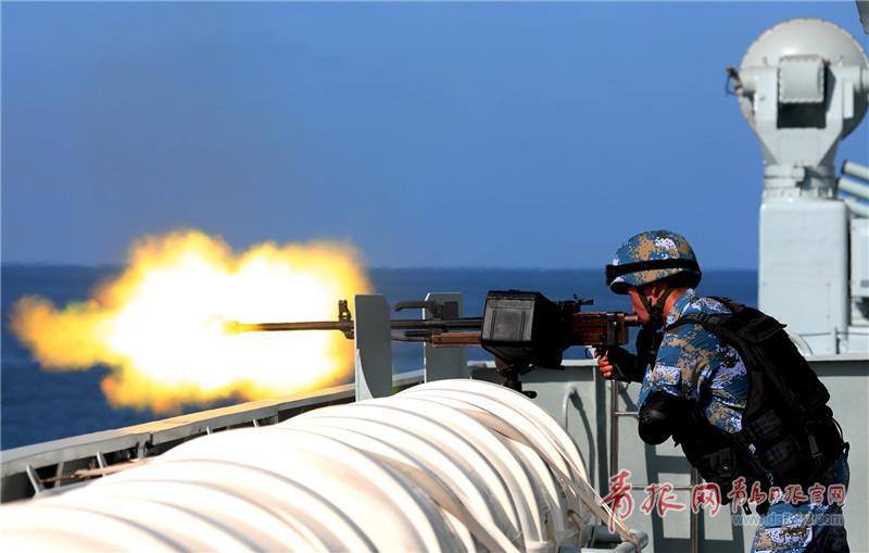 组织实弹射击训练  朱林林摄影.jpg
