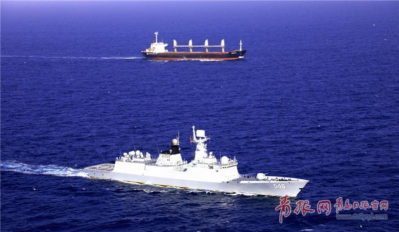 为世界粮食计划署船舶提供专项护航  朱林林摄影.jpg