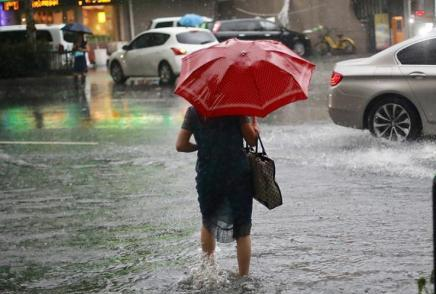 中央气象台继续发布暴雨黄色预警、海上大风黄色预警